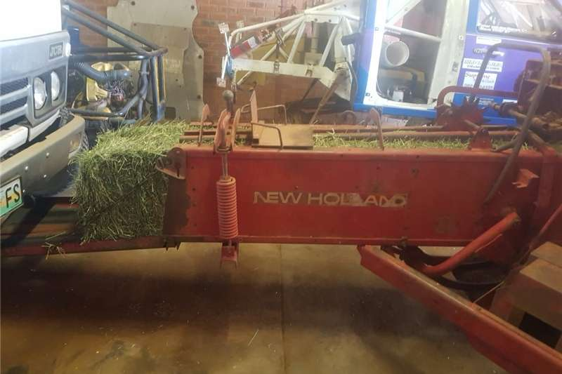 Combine Harvesters and Harvesting Equipment Other Combine Harvesters and Harvesting Equipment New holland baler