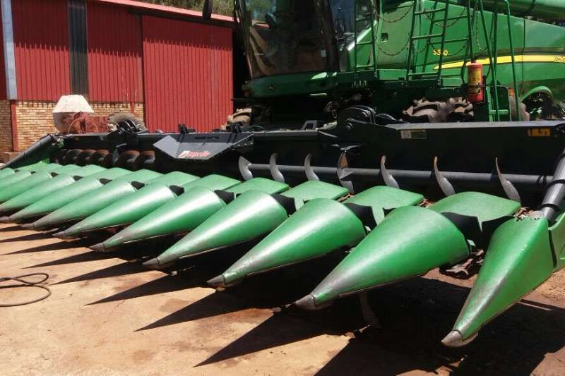Combine Harvesters and Harvesting Equipment Pick-Up Headers Kapello maize header 0