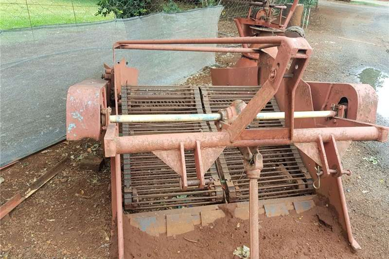 Potato harvesters Aartappel uithaler Combine harvesters and harvesting equipment
