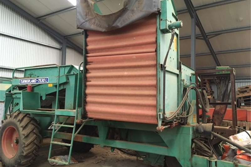 Combine Harvesters and Harvesting Equipment Potato Harvesters URGENT SALE Potato lifter, complete with sorter an