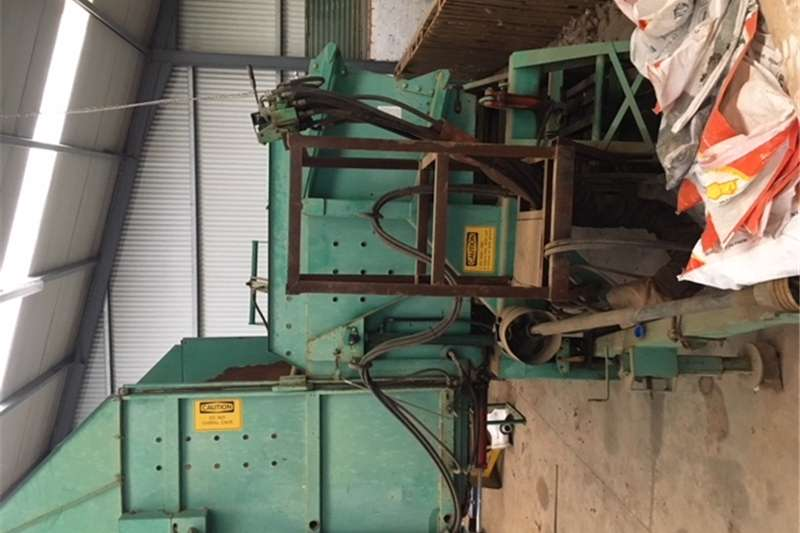 Potato harvesters URGENT SALE Potato lifter, complete with sorter an Combine harvesters and harvesting equipment
