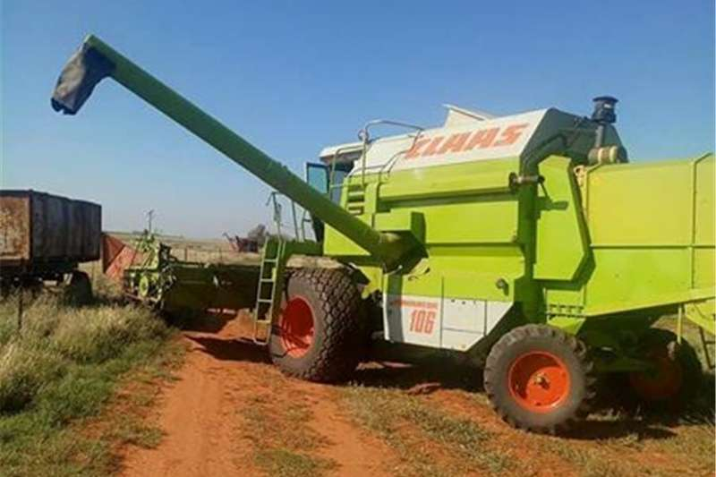 Sunflower heads Claas 106 Dominator Combine harvesters and harvesting equipment