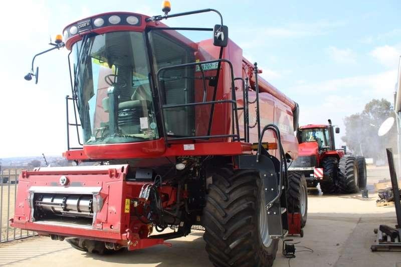 Combines & Harvesters Case 6130 Combine Harvester 2013