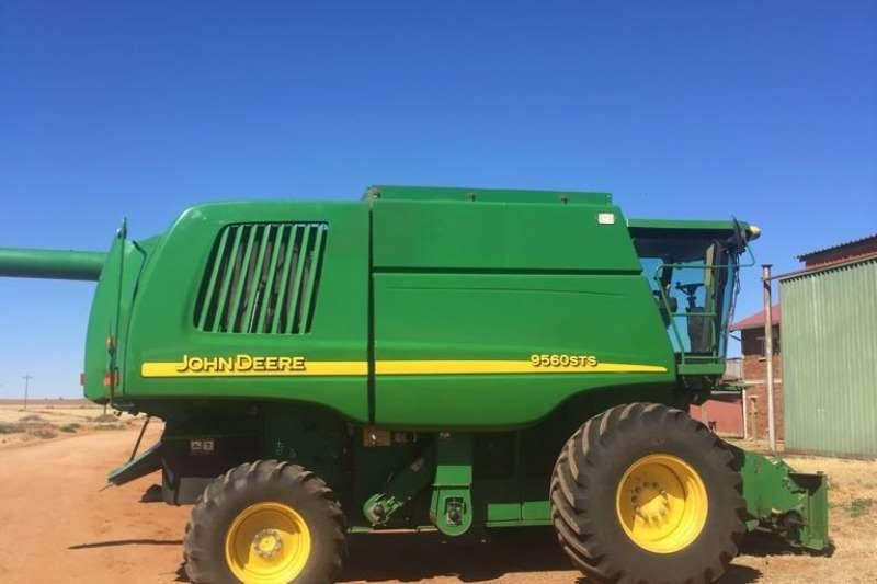 Combines & Harvesters John Deere John Deere 9560 Walker Combine - Wheat Head Inc -  0