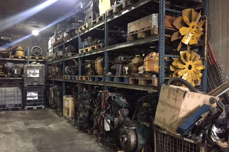 Components and Spares Volvo and Caterpillar machine parts 0