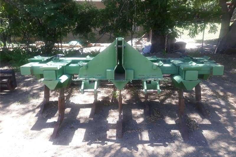 Field cultivators SAFIM 7 Tand ripper met roller Cultivators