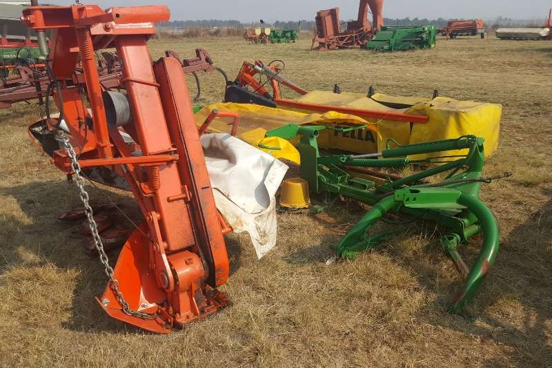 Cutters and Shredders +- 10 various disc mowers 0