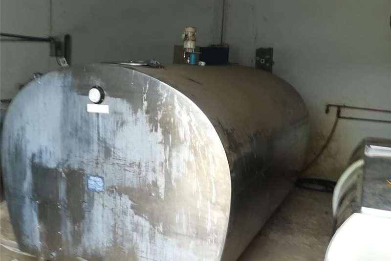 Milk machines 20 cow rotation station Dairy farming