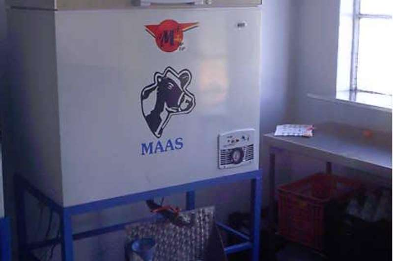 Milk machines Maas Tanks Dairy farming