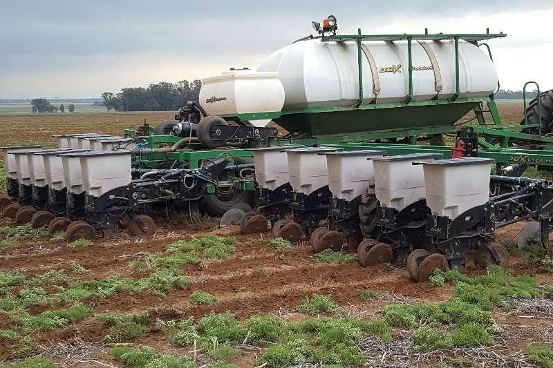 DBX Drawn planters 16 ry.76 DBX Planter Planting and seeding