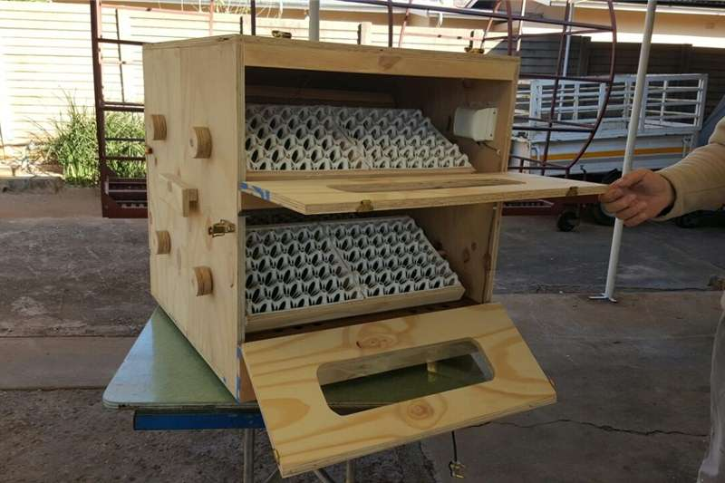 Semi automatic Incubators Egg incubator