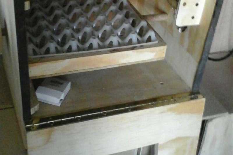 Ssemi automatic Incubators Egg incubator