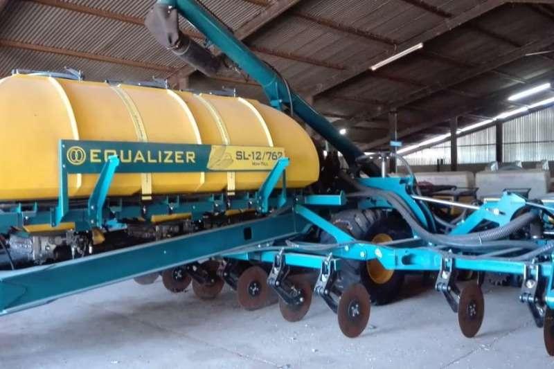 Equalizer Drawn planters Equalizer SL 12/762 Min Till Planting and seeding
