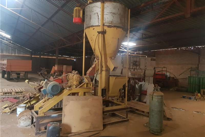Feed Mixers Other Feed Mixers Groot Pil Masjien