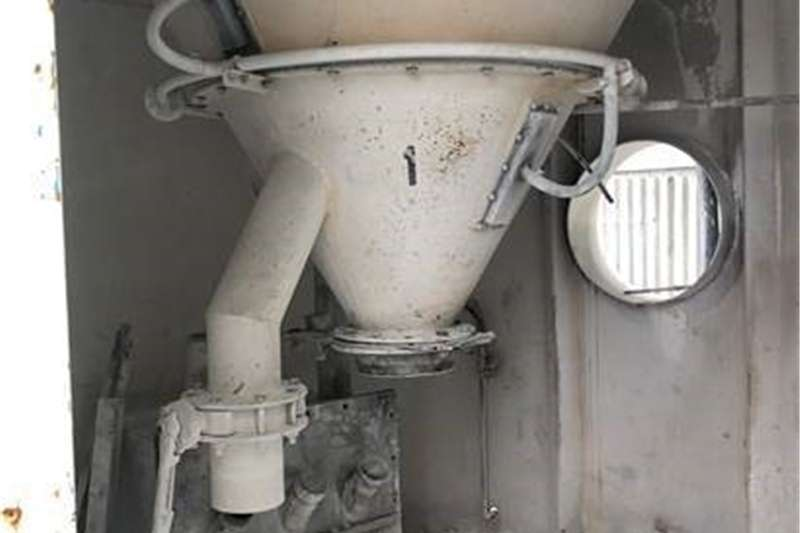 Vertical feed mixers 11 Steel Silos for sale  (5mm thick) 0.19685inch, Feed mixers