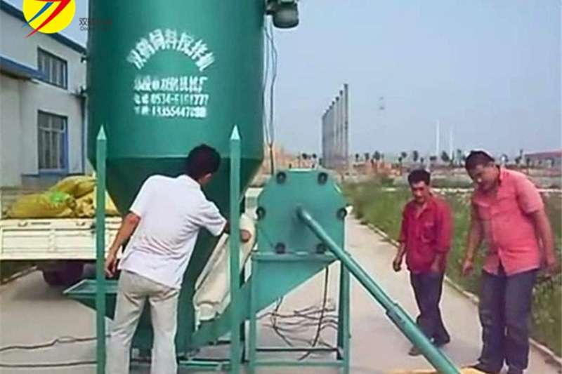 Vertical feed mixers Feed Mixer with hammer mill 500 kg per hour for sa Feed mixers