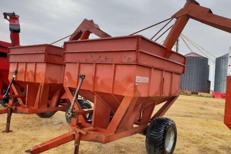 Feed Wagons 2x Slattery tap karre