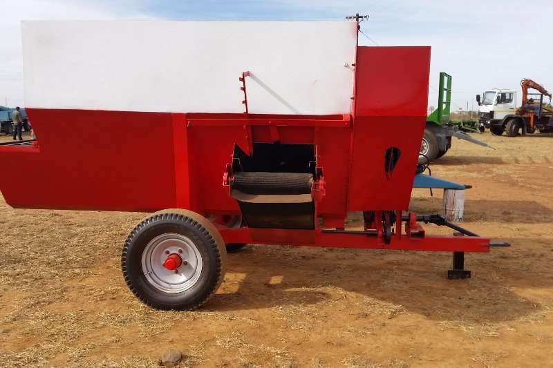 Feed Wagons Other Feed mixer trailer / Voermenger 0