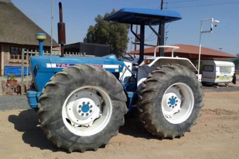 Ford Country 754 (4x4) Tractors