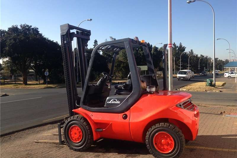 Forklift SERVICES ON ANY KIND OF FORKLIFT  2011