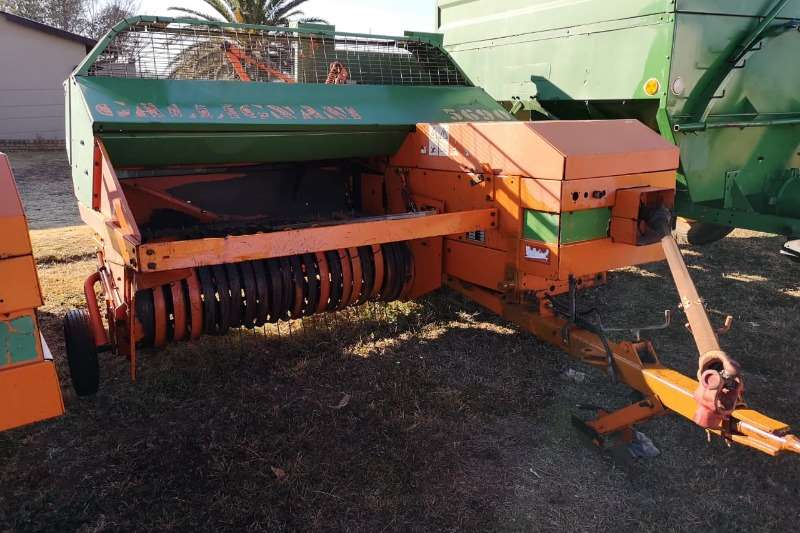 Gallignani Hay and Forage Balers Gallignani 5690 Square Baler.