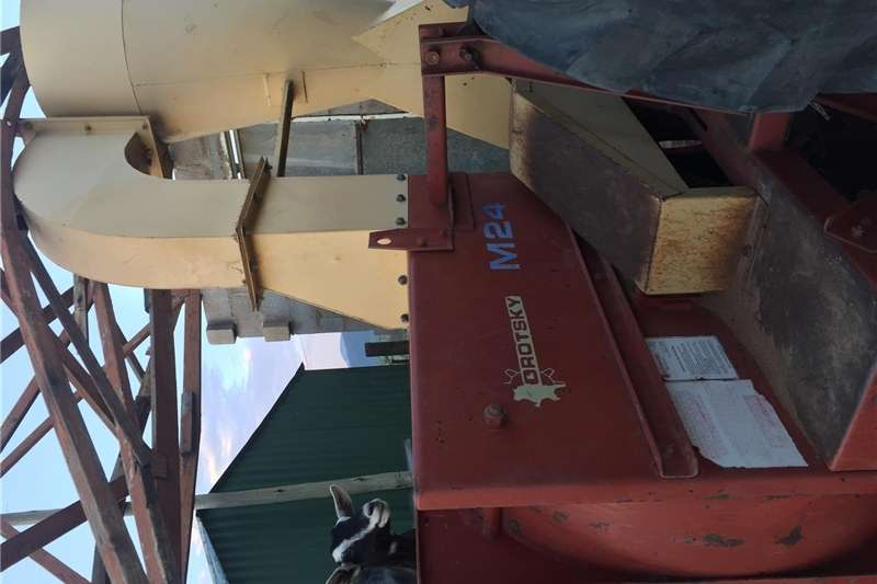 PTO drive hammer mills DROTSKY HAMMERMILL M24 for tractor with 2 differen Hammer mills