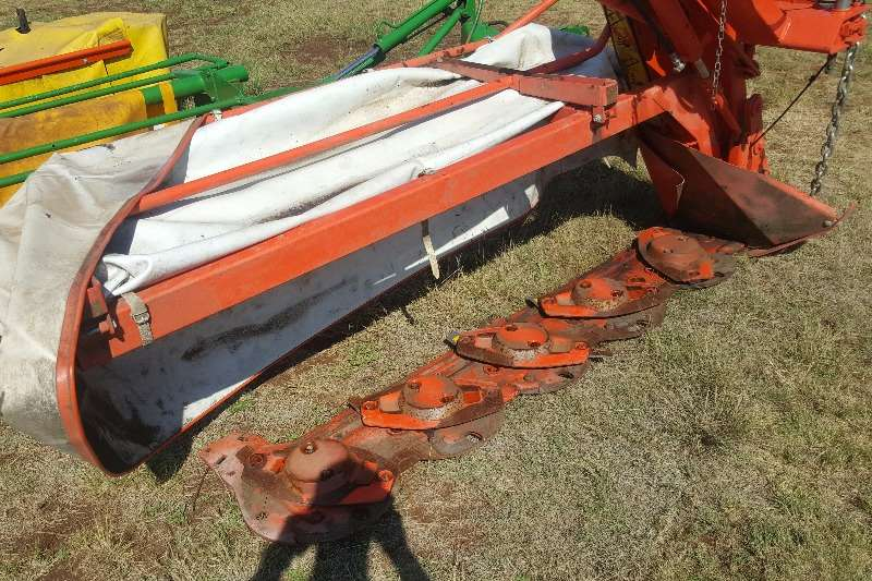 Hay and Forage Disc Mowers +-2014 Kuhn 5 disc mower / tol snyer 2014