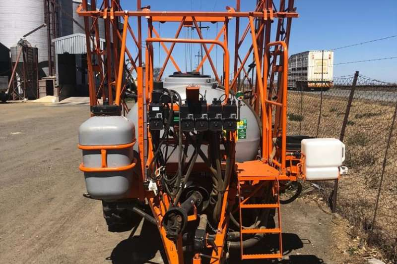 Jacto Boom sprayers Jacto Columbia AD 18EE Sprayers and spraying equipment