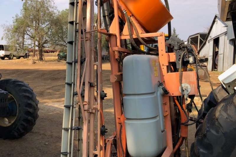 Jacto Sprayers and Spraying Equipment Boom Sprayers jacto falcon vortec 2002