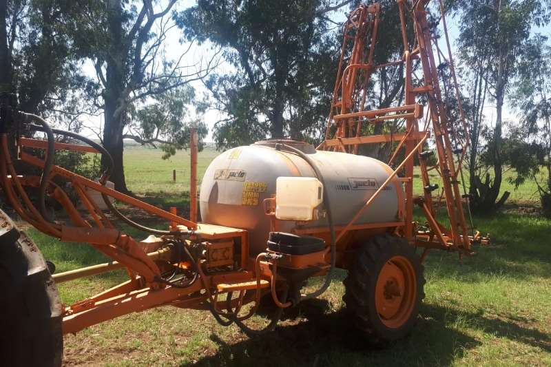 Jacto Jacto AM14 2000lt Sprayers and spraying equipment