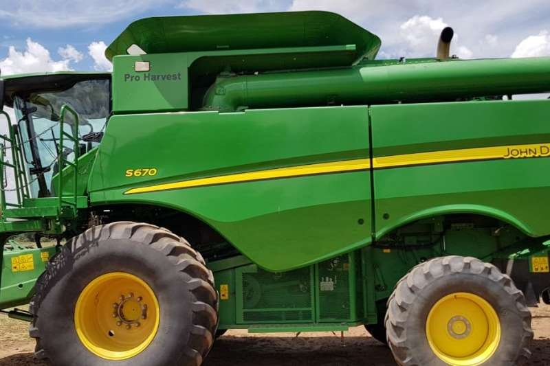 John Deere Grain harvesters John Deere S 670 Combine harvesters and harvesting equipment
