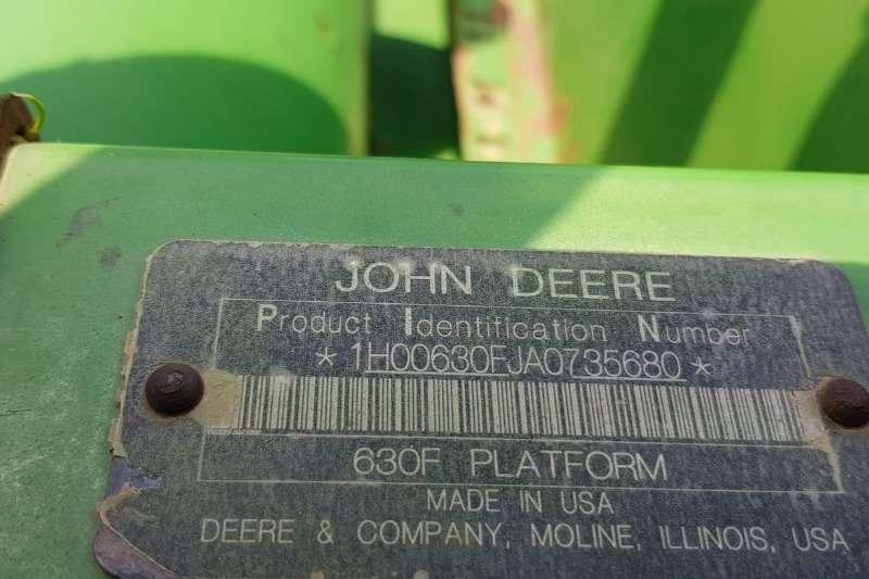 John Deere Other heads John Deere 630 F Combine harvesters and harvesting equipment