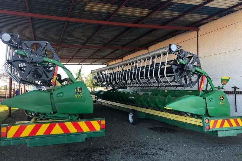 John Deere Other heads John Deere 630 F + AWS Reel Combine harvesters and harvesting equipment