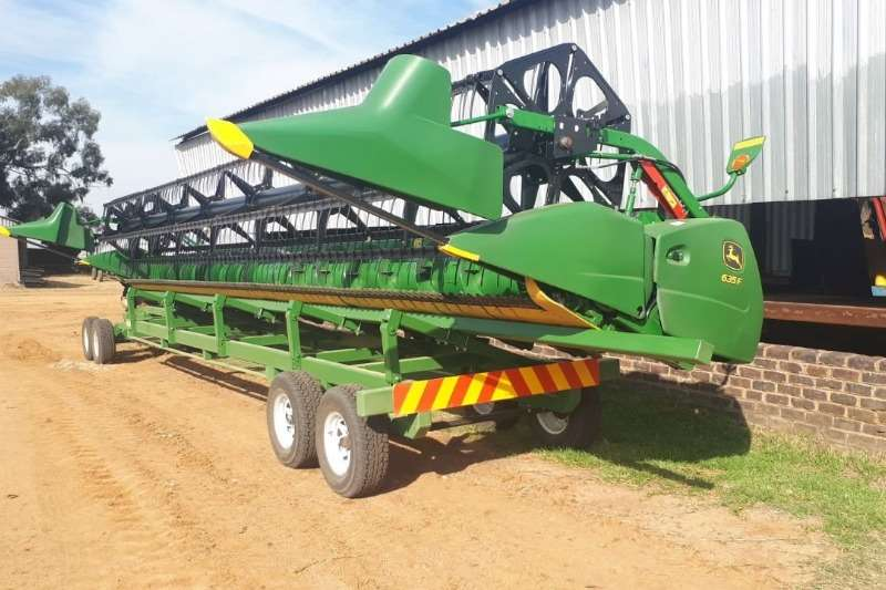 John Deere Combine Harvesters and Harvesting Equipment Other Heads John Deere 635 F 2017