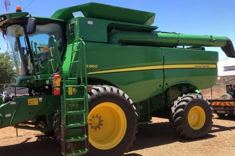 John Deere S660 Combine harvesters and harvesting equipment