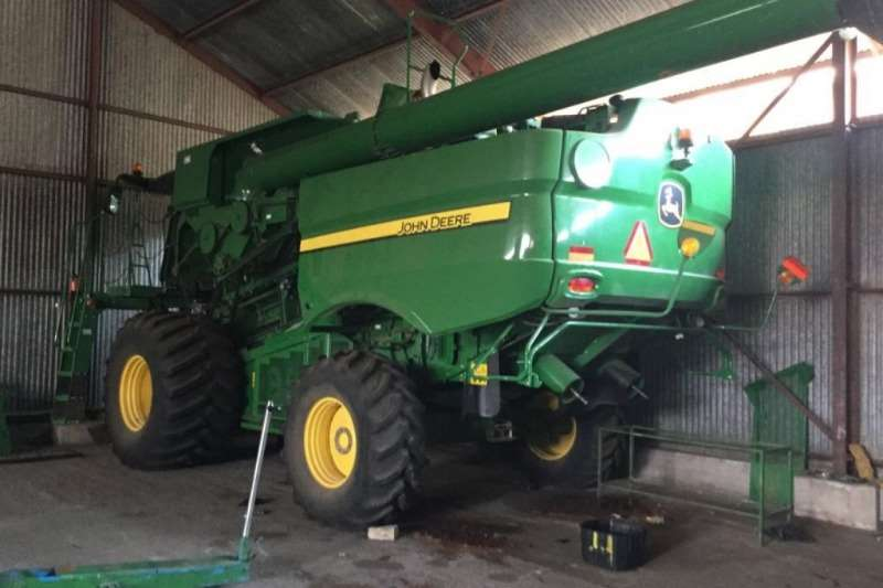 John Deere S670 STS Combine Harvester Combine harvesters and harvesting equipment