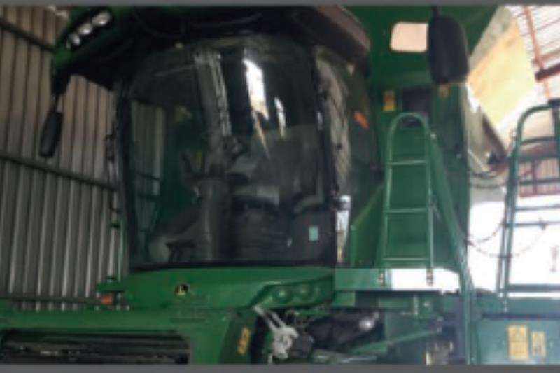 John Deere Combine Harvesters and Harvesting Equipment S680 - 4x4 2013