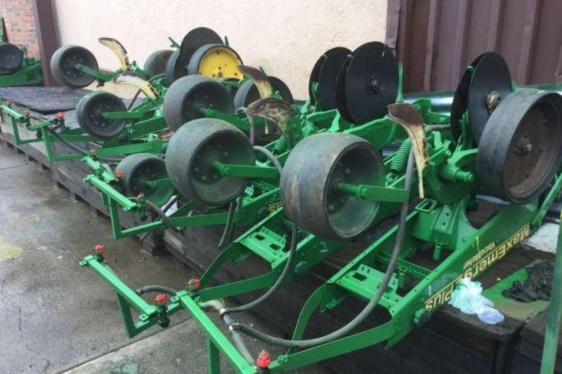 John Deere 1760 Wingfold Planter Planting and seeding