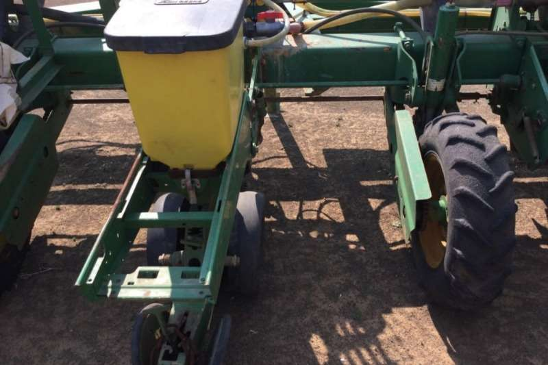 John Deere 7200 5 Row 5ft Plateless Liquid Planter Planting and seeding