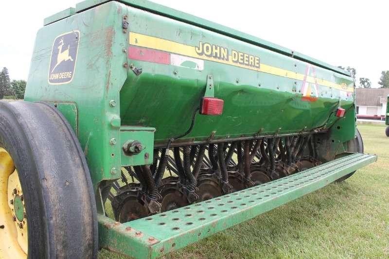 John Deere Drills John Deere 450 Planter Planting and seeding
