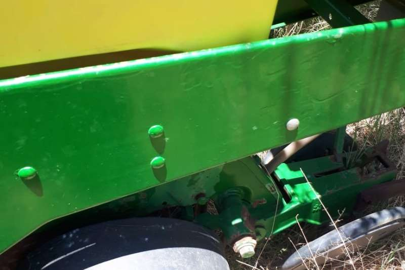 John Deere Other planting and seeding 14 Ry Equilizer air seeder planter Planting and seeding