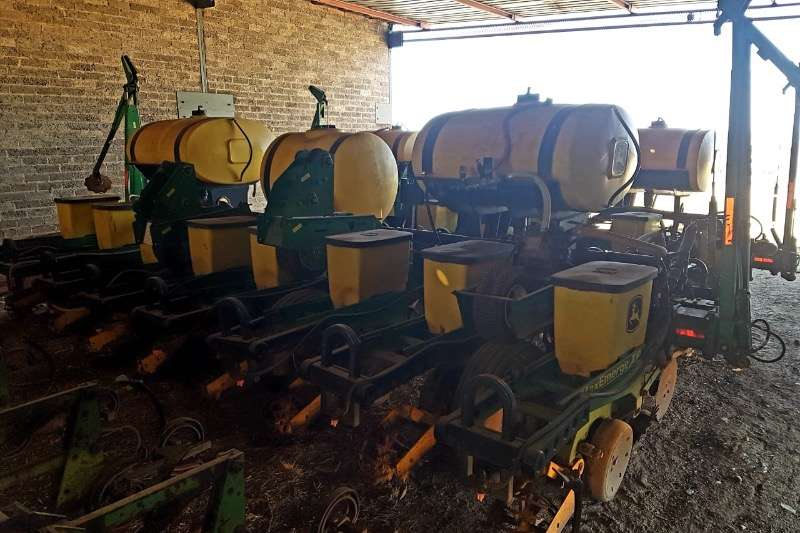 John Deere Planting and Seeding Other Planting and Seeding 1750 8ry 76cm