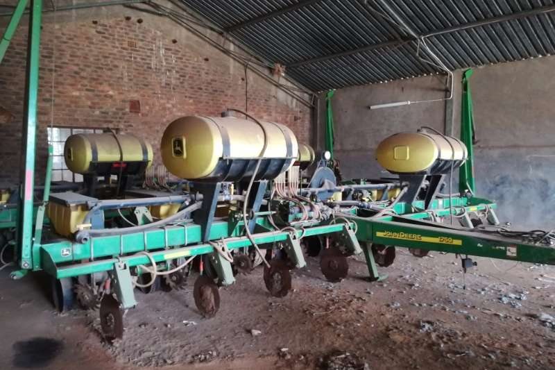 John Deere Planting and Seeding Other Planting and Seeding John Deere 1750 8 row
