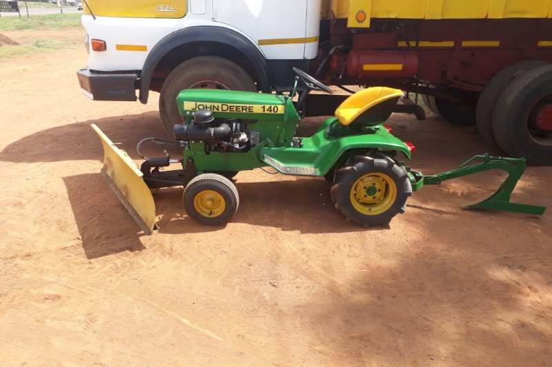 John Deere JOHN DEERE 140 WITH SCRAPER & P LOUGH Tractors