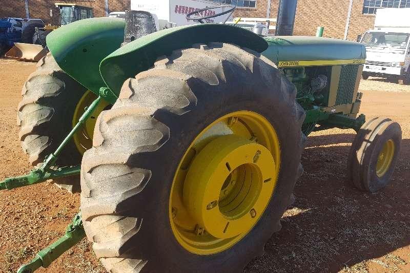John Deere JOHN DEERE 3130 TRACTOR Tractors