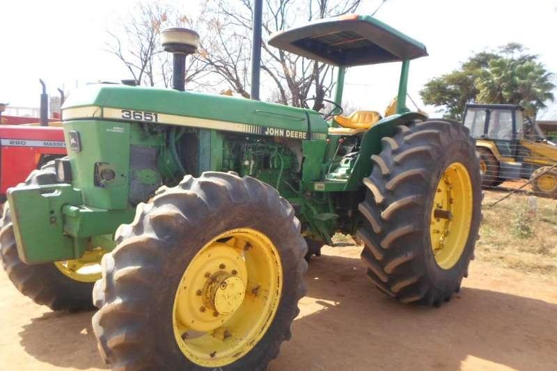 John Deere JOHN DEERE 3651 TRACTOR Tractors
