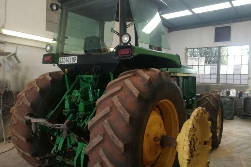 John Deere John Deere 4850 Tractors
