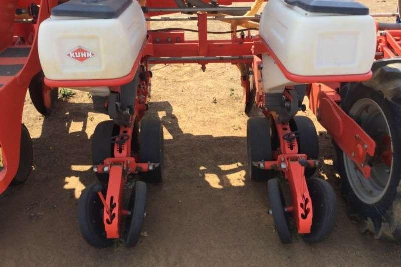 Kuhn Maxima 8 Row 0.+9m Vacuum Dry Planter Planting and seeding