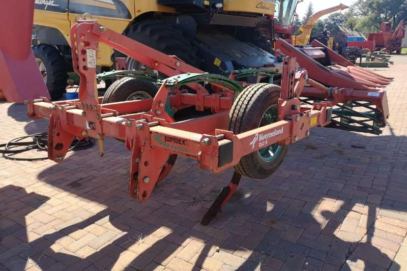 Kverneland Subsoiling ploughs Kverneland CLG 3 time ripper with roller Ploughs