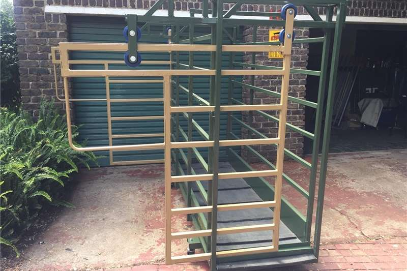Livestock crushes and equipment Cattle Scale / Beesskaal Livestock handling equipment